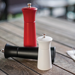 Salt & Pepper Mills & Shakers